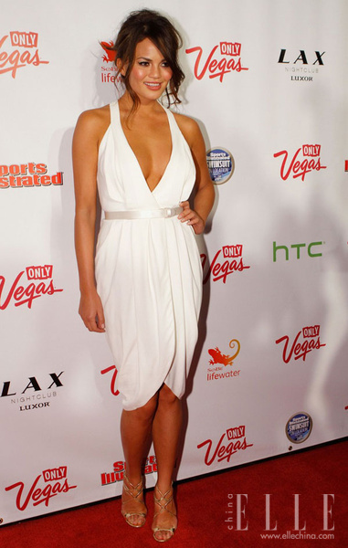 Chrissy-Teigen_new_gallery_b_600_600_elle_watermark.jpg