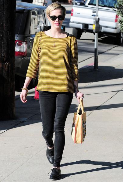 Ashlee-Simpson_new_gallery_b_600_600.jpg